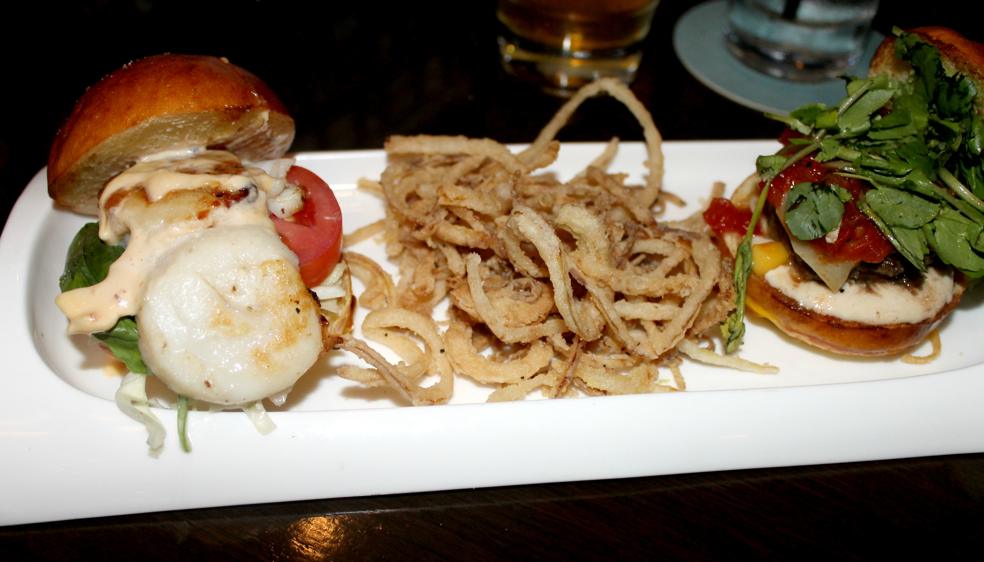 tommy bahama scallop sliders