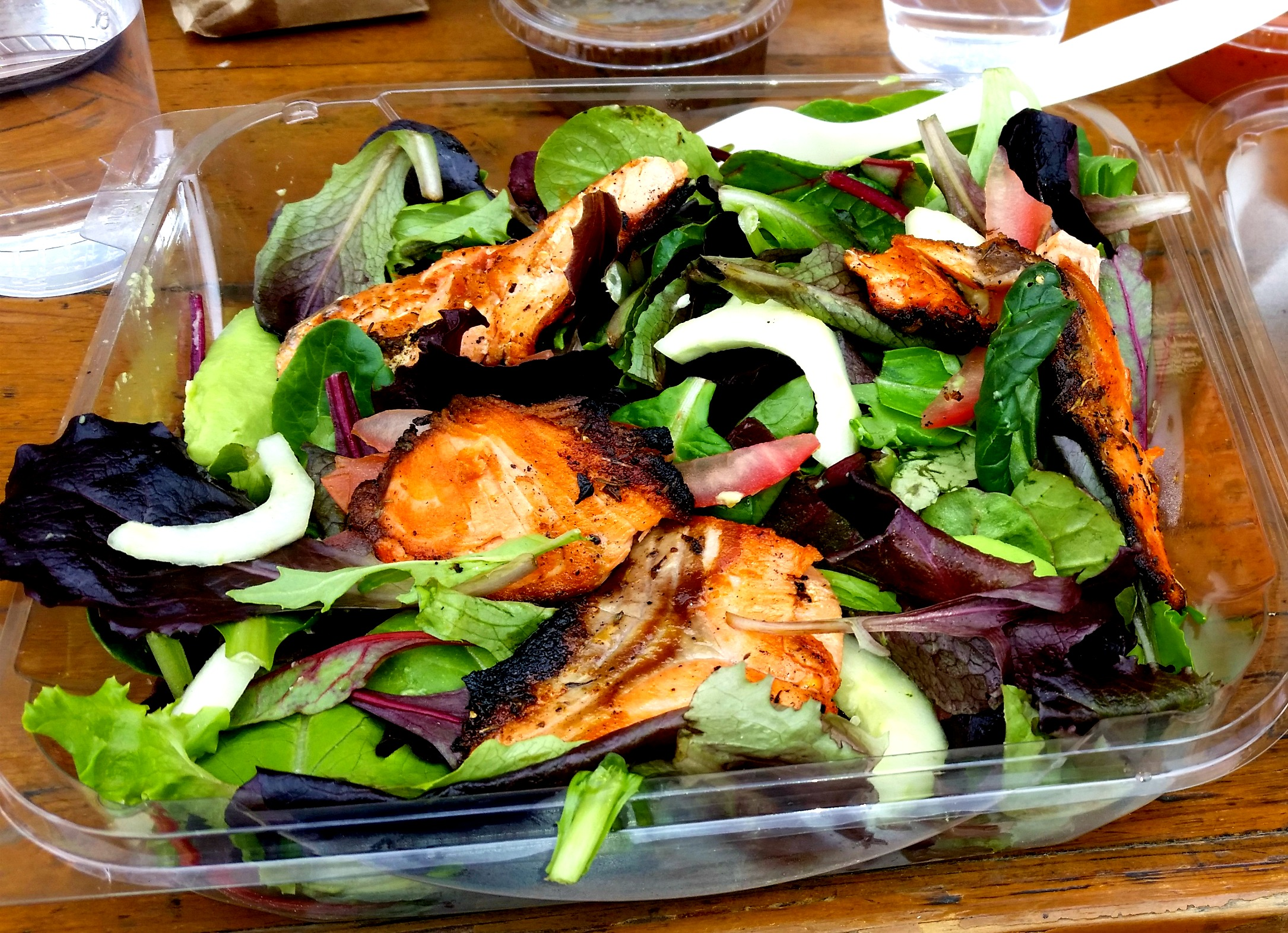 blackened salmon salad la sirena
